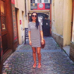 Dress & Sandals: Newlook Sunglasses: Topshop Satchel: Vintage