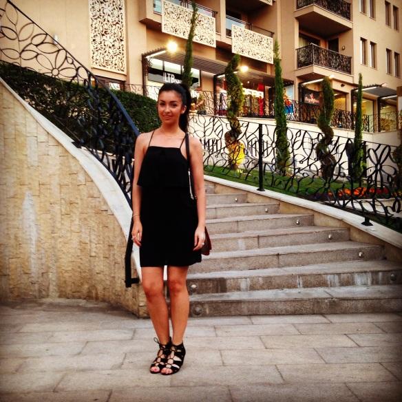fashion blog. travel, all black, irish fashion blog, summer style, all black