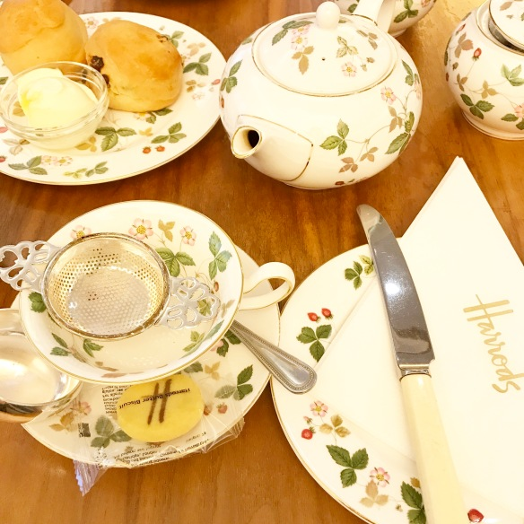 Harrods, Afternoon Tea, London, Travel blogger, Irish Travel Blogger, Irish Lifestyle Blogger, Irish Influencer, Photography, Foodie, Inspiration